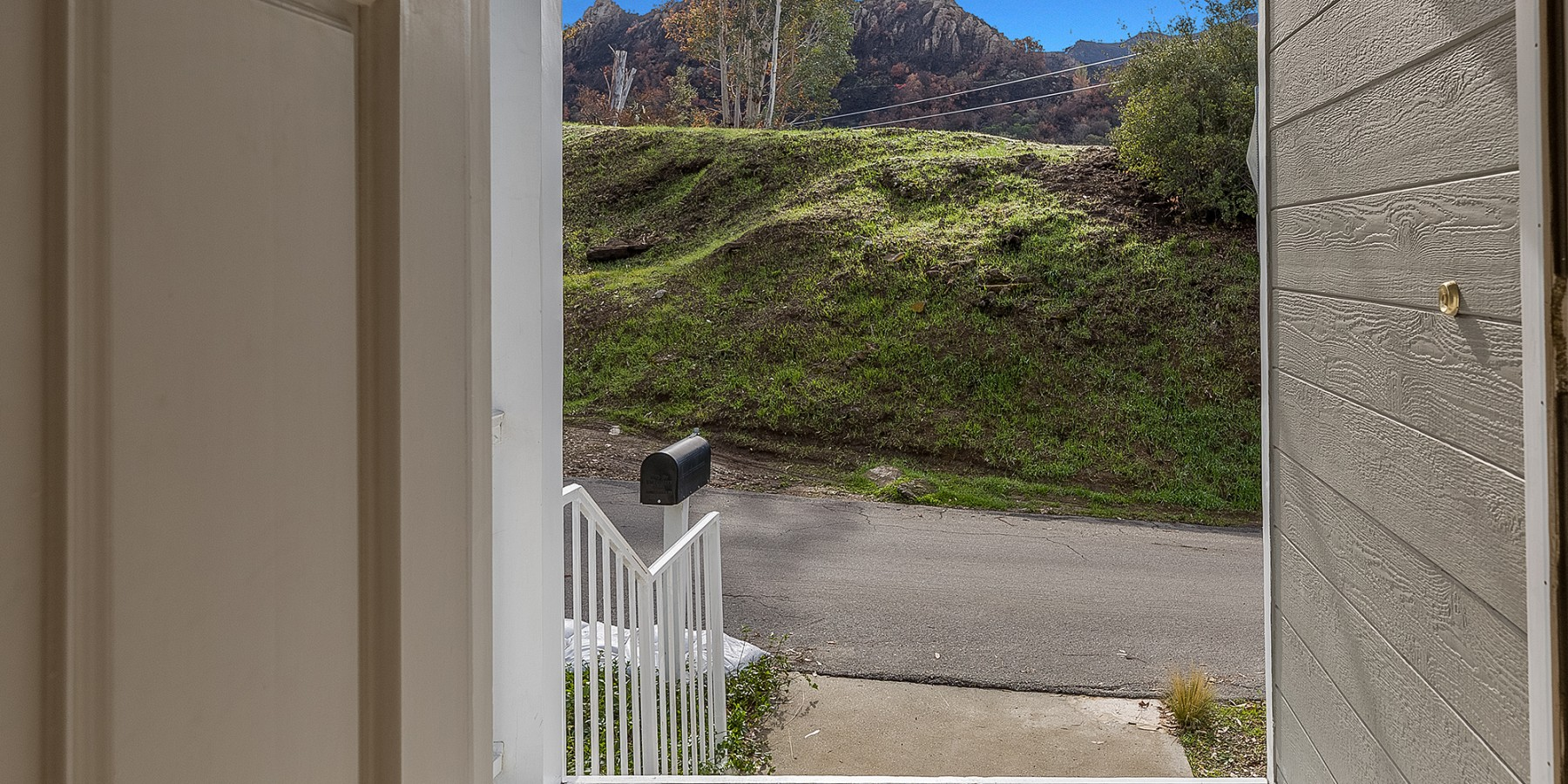 1988 Lookout Dr., Agoura Hills, CA 91301