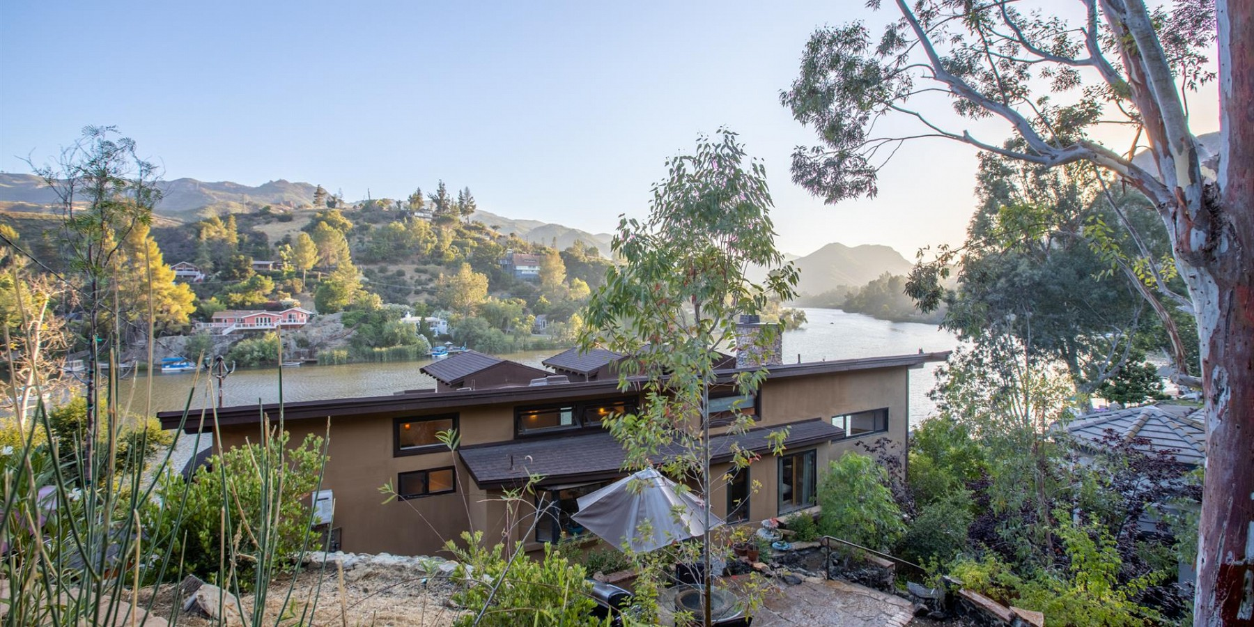 2106 East Lakeshore Dr., Agoura Hills, CA 91301